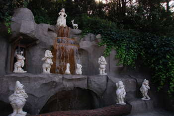 白雪姫の泉2.JPG